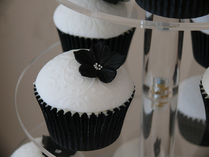 wedding cake suppliers gloucestershire cupcake delight gloucestershire cupcakes 25827