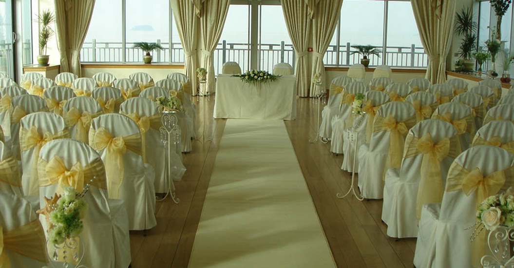 Three Jaw Dropping Indoor Banff Wedding Ceremonies: Grand Pier