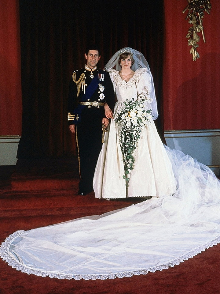Dianas Wedding Dress Replica Sold At Auction