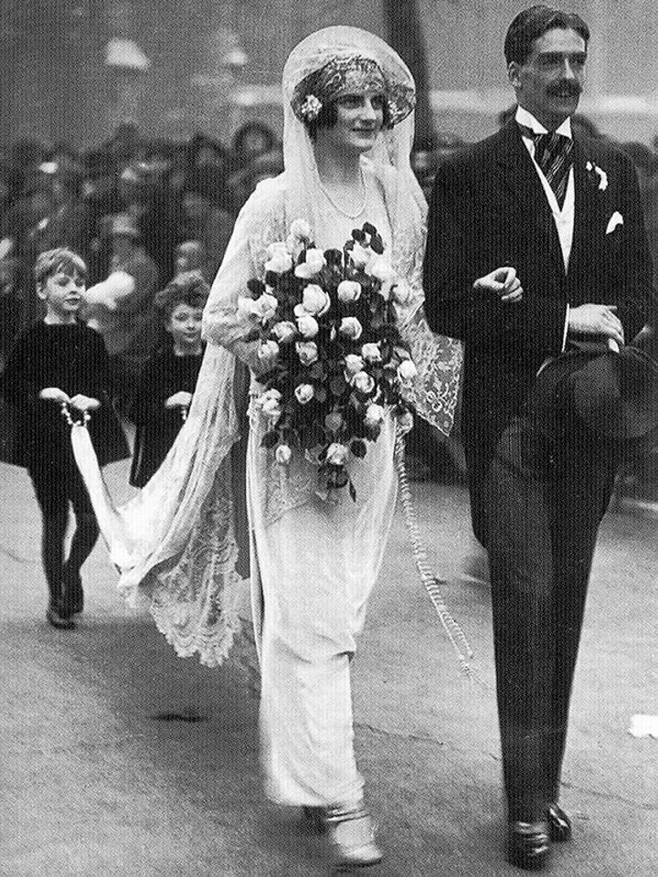 Iconic wedding dresses of the 20s the wedding secret magazine iconic wedding dresses of the 20s junglespirit Image collections