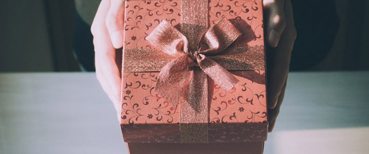 First Wedding Anniversary Gift Ideas – Paper